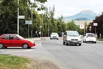 Frekventovaná lounská křižovatka ulic Václava Majera a 5. května se změní. Vyroste tam kruhový objezd.