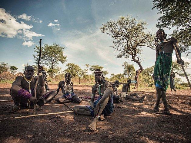 Jedna z fotografií Věry Vernerové zachycující atmosféru jejích cest po Africe a života tamních lidí.