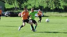 Turnaje se zúčastní také Baník Buškovice (zelenkavé dresy).