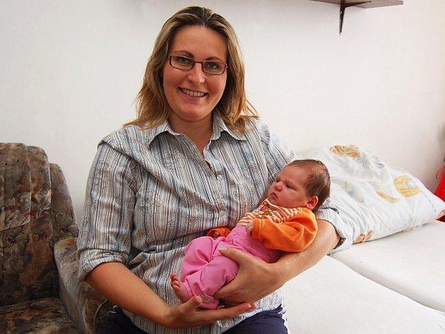 Mamince Miroslavě Benešové ze Žatce se 18. srpna v 8.28 v chomutovské porodnici narodila dcera Barbora. Měřila 54 centimetrů a vážila 4,3 kilogramu.