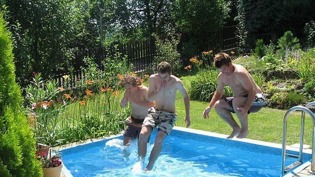 Hoši, kdo první přeplave bazén?   Hana Vajdová, Ústí n. Labem