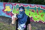 Opěrná zeď v parčíku pod pivovarem v Žatci nově slouží sprejerům. Ti tam mohou tvořit legální graffiti. Na snímku Fiksa771.