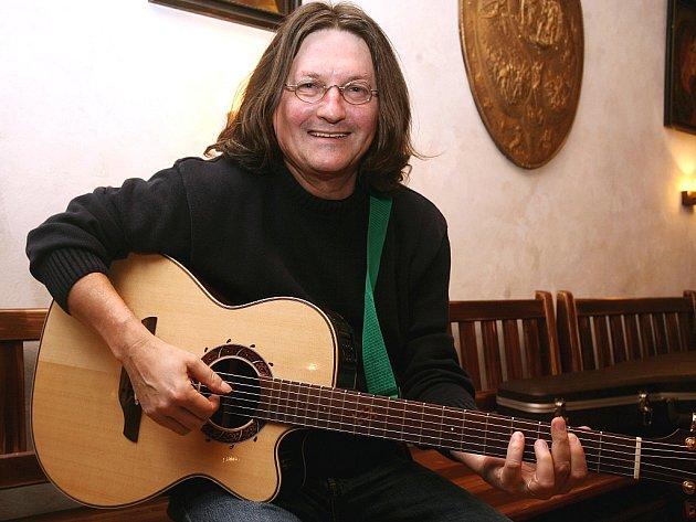 Hudebník a textař Ivan Hlas.