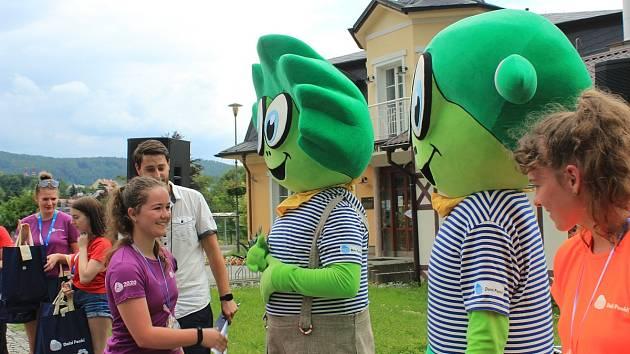 Běžcům fandili noví maskoti Dolního Poohří