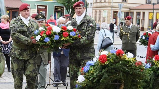 Připomínka 69. výročí ukončení druhé světové války a osvobození Československa od fašismu na Kruhovém náměstí v Žatci