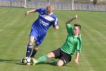 Fotbalisté Března (v zeleném) si i v deseti odvezli z Lenešic zaslouženě dva body.