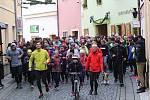 Štědrodenní běh startuje z lounské České ulice při jednom ze svých minulých ročníků