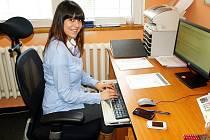 Petra Maťáková ve své kanceláři v Počeradech