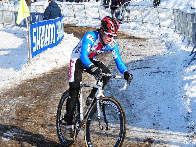 Vojtěch Nipl na trati závodu mistrovství světa v cyklokrosu v Táboře.
