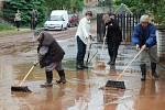 Po bleskové povodni se v Kryrech uklízí. Postižené byly hlavně ulice Vodní a Hluboká cesta.