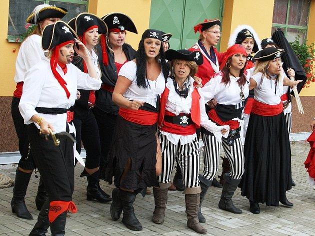 První školní den v Lenešicích se nesl v pirátském duchu