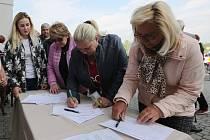 Podpis petice, ilustrační foto.