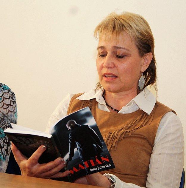 Spisovatelka Jana Javorská na autorském čtení vPostoloprtech