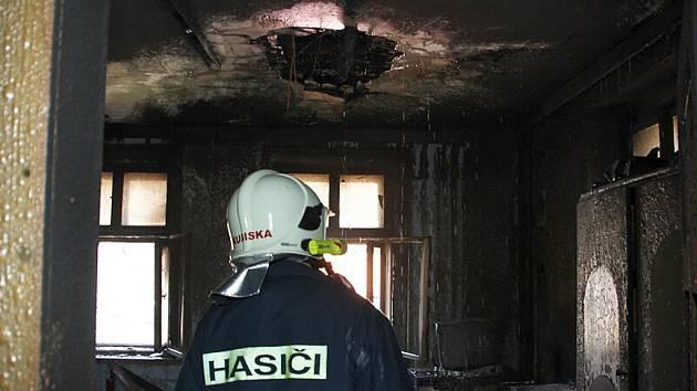 Požár domku v Lipně