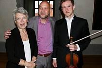Herečka Jana Štěpánková, klavírista Michal Mašek a houslista Josef Špaček.