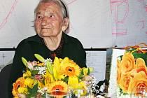 Marie Bednářová z Chlumčan u Loun oslavila ve středu 15. května 2013 krásné 101. narozeniny.