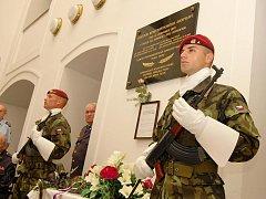 Uctění památky odbojové skupiny Praha - Žatec v žatecké radnici