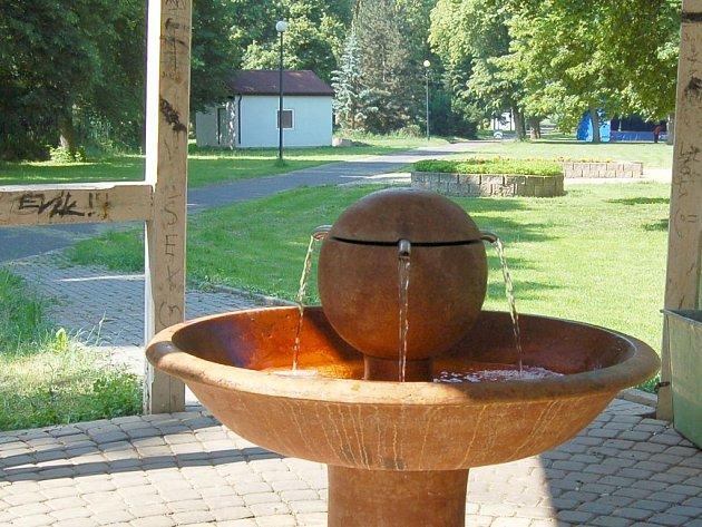 Artézský pramen, který vyvěrá na výstavišti v Lounech, ponese název Pramen Antoníček.