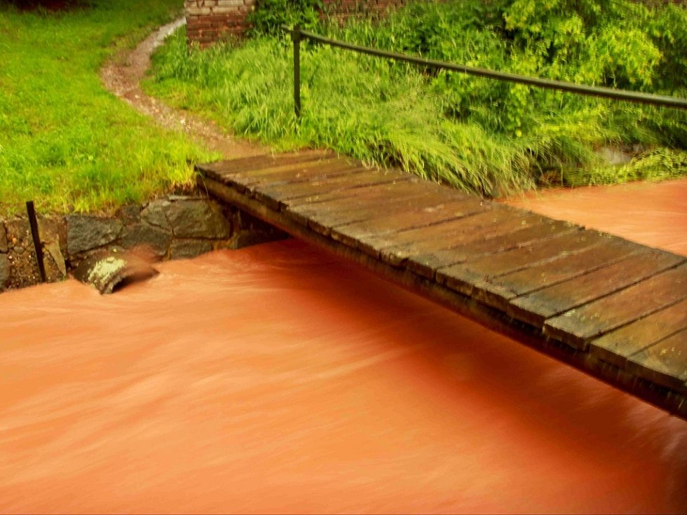 Zajímavý snímek zachycuje velkou vodu v Hřivicích