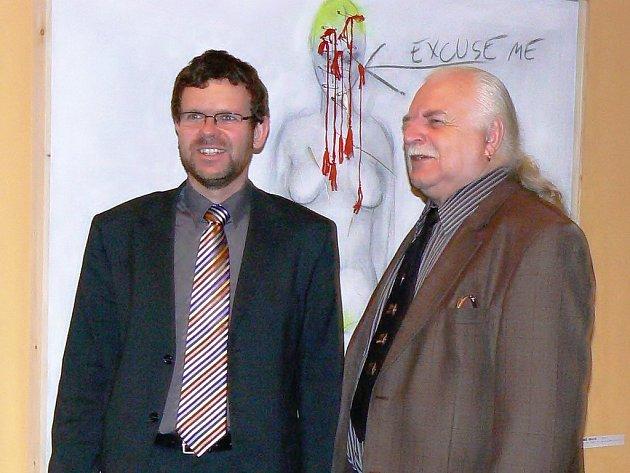 Starosta Loun Jan Kerner (vlevo) a Milan Knížák na slavnostním zahájení výstavy.