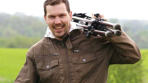 Kameraman Lukáš Šimandl, člen štábu, při práci pro TV OK Plus Žatec. Na snímku dole Michal Karabec.