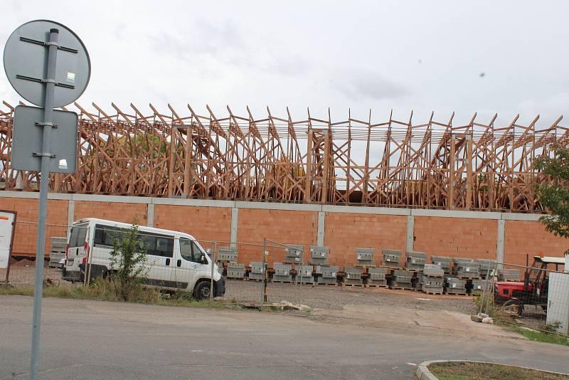 Supermarket v Podbořanech rychle roste.