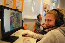 Škola v Lenešicích využívá k výuce moderní metody. Má jednu z nejmodernějších jazykových učeben v republice.