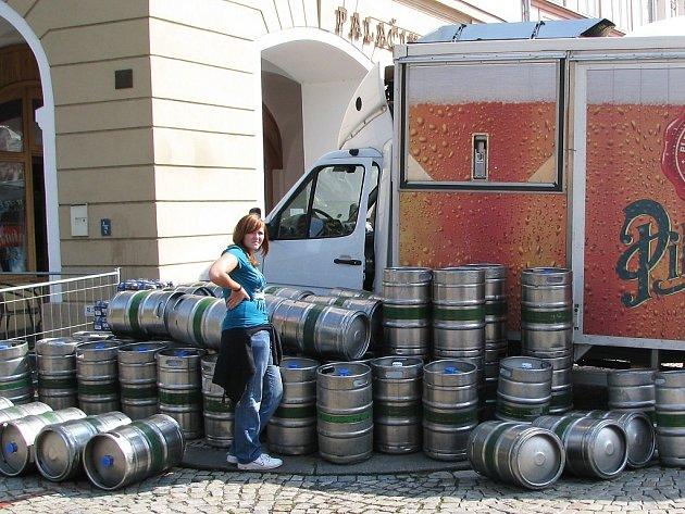 Na Dočesné 2008 se nakonec vypilo na 1300 sudů piva