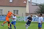 Favorizované Dobroměřice (v tmavě modrém) v úvodním zápase A třídy porazily nováčka z Černovic.