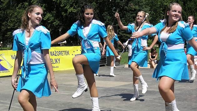 Dívky ze souboru Karamelky úspěšně vede Lenka Turková.