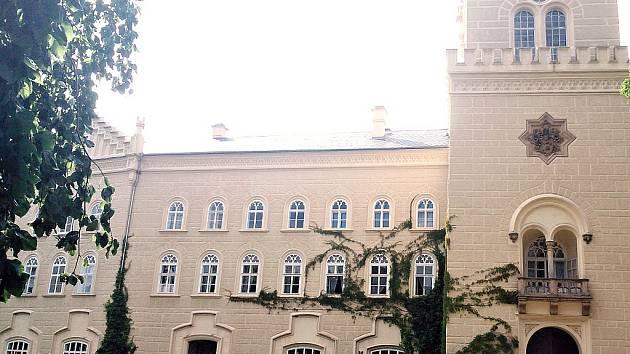 Zámek Chyše nedaleko Lubence. I tam je jedno z míst, kde se dá získat heslo pro soutěž Probuď Déčko.