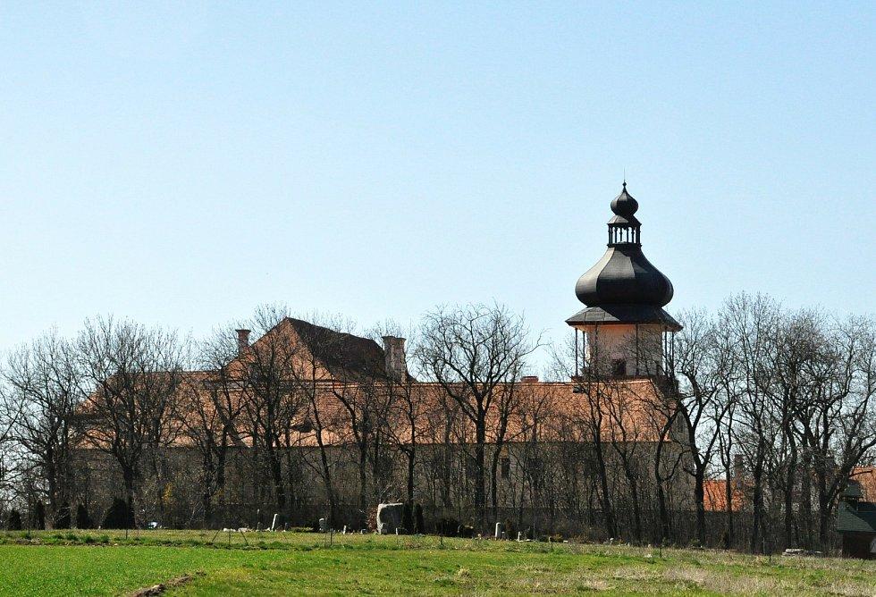 Procházka okolím zámku Nový Hrad v Jimlíně.