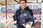 Jakub Horňák nabízí různé výrobky z ovčího sýra.