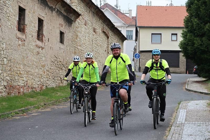 Speciální akcí spolku je cyklistické putování s názvem Dobroděj na kole. V roce 2019 jeli účastníci 500 kilometrů z Kyjova do Loun. Cestou pořádají besedy s dětmi na téma život se zrakovým postižením.