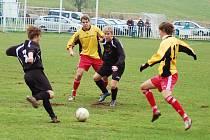 Utkání Domoušic (ve žlutém) proti týmu Kryr