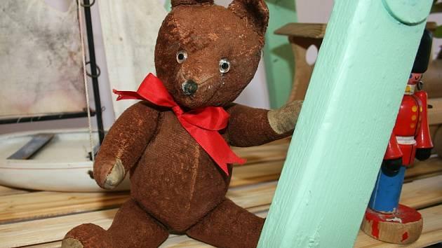 Od čtvrtka 15. do neděle 18. května probíhá na Obecním úřadě ve Vršovicích výstava starých hraček.