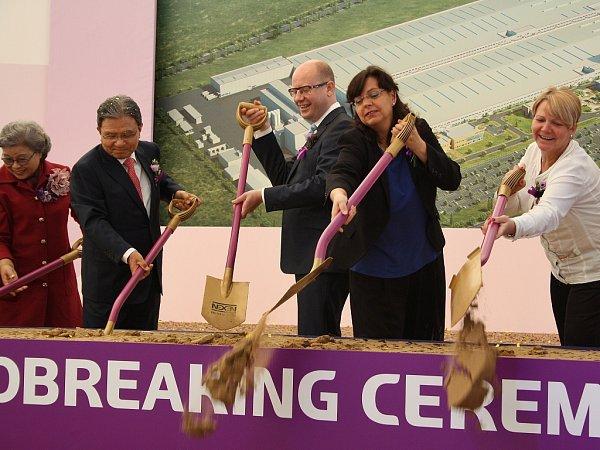 Slavnostní zahájení stavby továrny firmy Nexen vprůmyslové zóně Triangle uŽatce