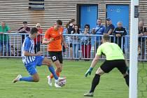 Fotbalisté Loun (v oranžovém) si připsali do tabulky důležité tři body a za výkon v prvním poločase zcela zaslouženě.