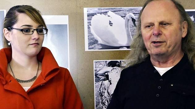 Fotografka Tereza Šitinová a majitel galerie Mirek Blažek.