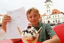 Tomáš Brunclík ze Žatce dostal od rodičů za dobré vysvědčení v páté třídě zmrzlinový pohár.