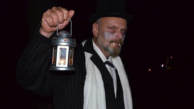 Strašidelné stezky jsou častou součástí halloweenských oslav