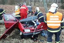 Vážná nehoda dvou osobních aut u Deštnice.