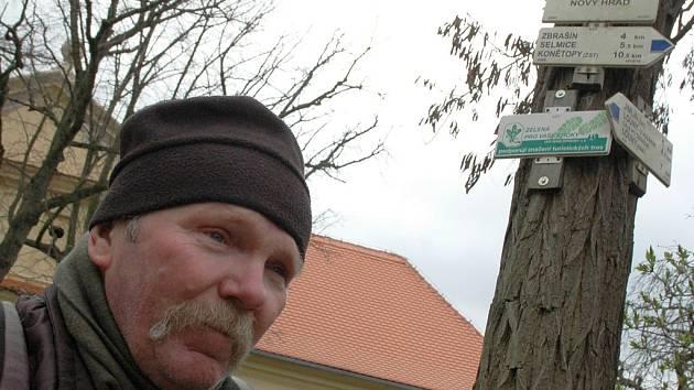 Zapálený turista Petr Dvořák dorazil na Lounsko, aby se zúčastnil oblíbeného pochodu.