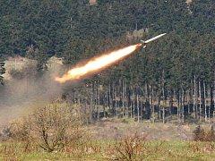 Vystřelená protiletadlová střela nad Doupovem.