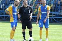 Fotbalisté Blšan (v modrožlutých dresech) porazili na úvod sezony Srbice.