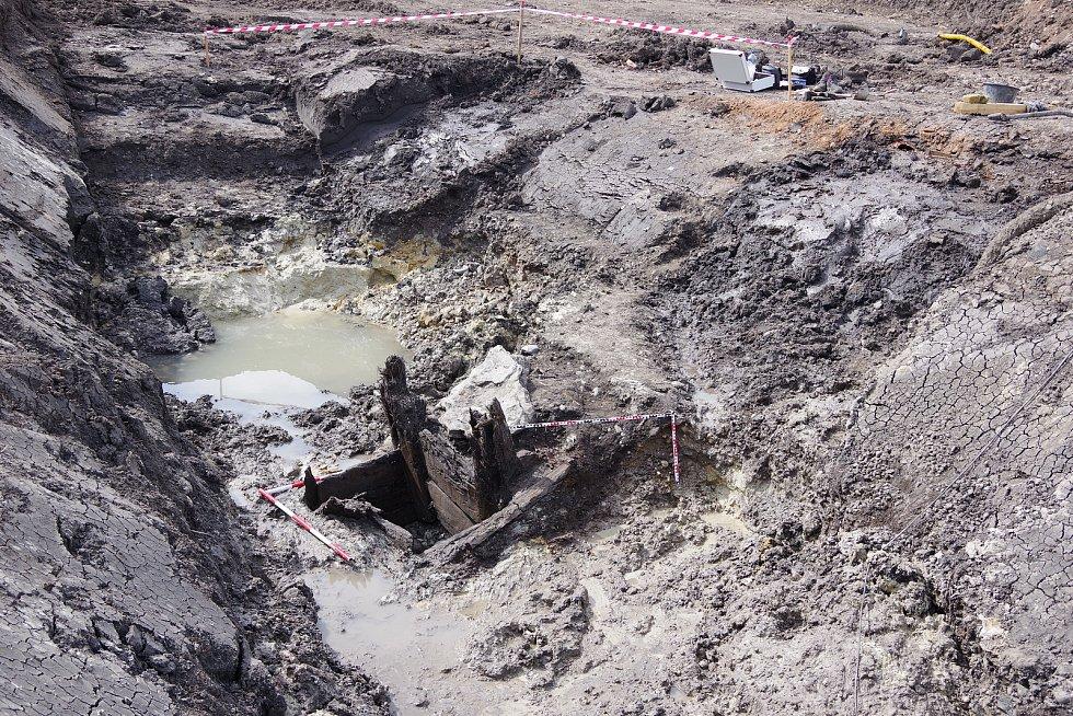 Archeologové objevili u Liběšovic na Podbořansku nejstarší studnu v kraji. Pochází z druhé poloviny 7. století.