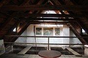 V bývalé sušárně chmele otevřel David Herblich Galerii Kafka.