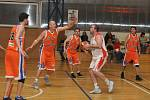 Basketbalisté Loun (v bílém) s řadou dorostenců v sestavě si poradili s Realem Roudnice, když si rozhodující náskok vytvořili již v úvodní čtvrtině.