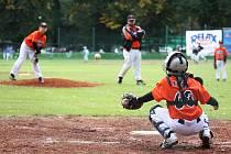 Mistrovství ČR v baseballu žáků v Lounech. Snímky z utkání domácích (v oranžovém) proti týmu Arrows Ostrava, kterým podlehli 0:25.