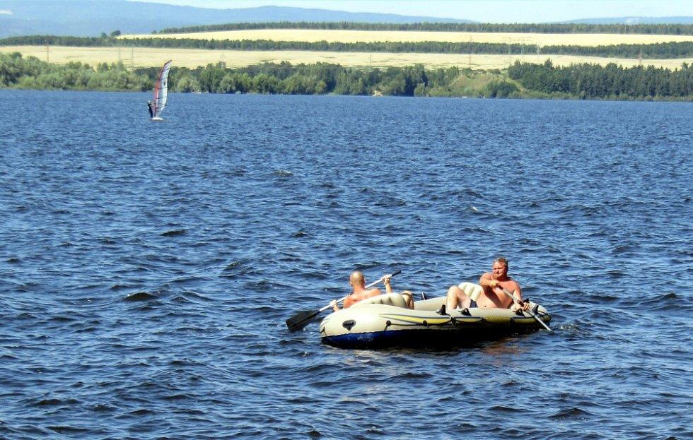 Nechranická přehrada láká i rekreanty ze Žatecka.